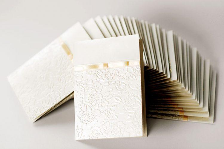 招待状の紙