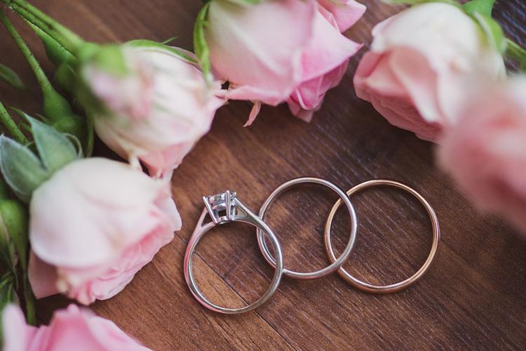カテドラルセッティングの婚約指輪
