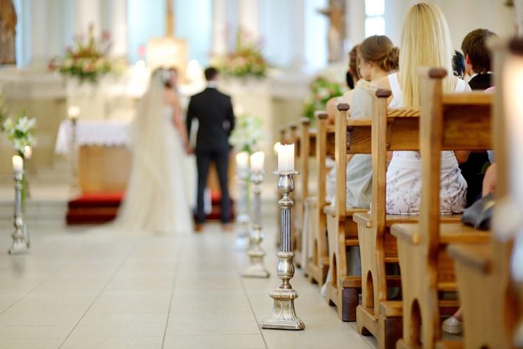 教会式(チャペル式)の結婚式にかかる費用や式の流れをおさえよう!