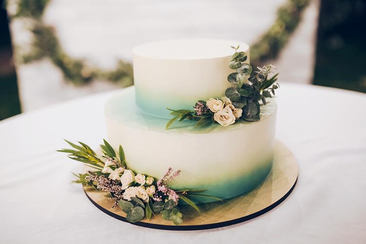 シンプルなウエディングケーキ