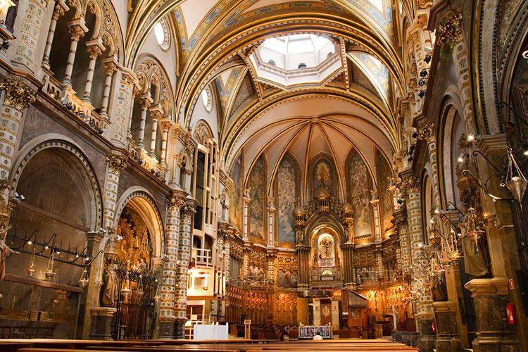 ヨーロッパの大聖堂で結婚式