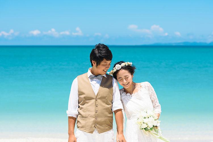 海外挙式をするカップル