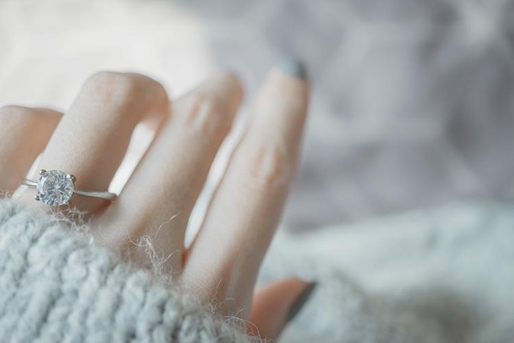 4本爪のソリティアリング