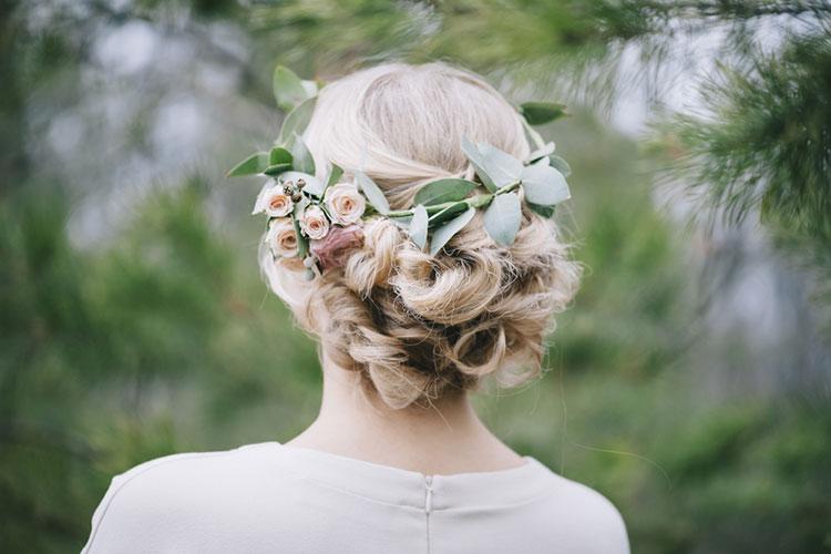 生花を使ったヘアスタイル