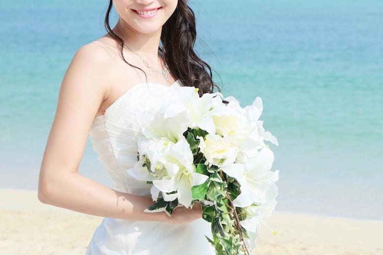 花嫁と浜辺