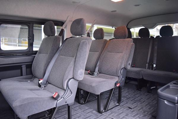 ミニバスの座席例