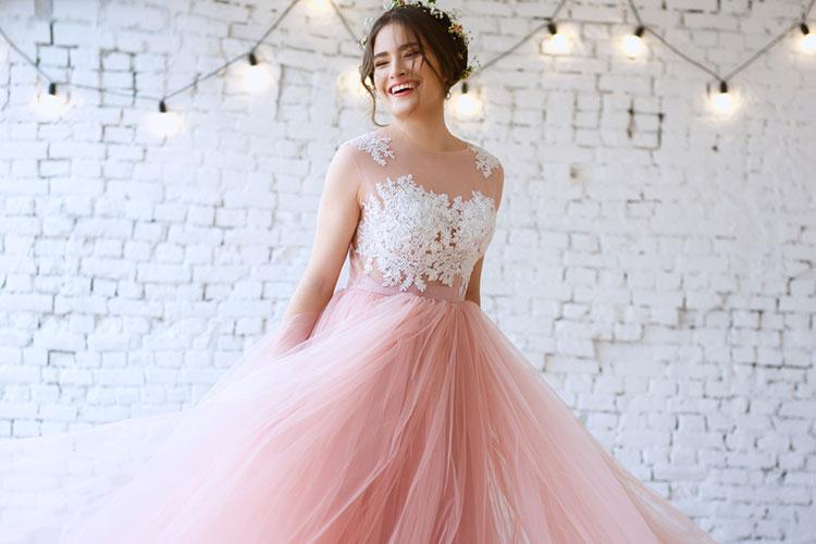白じゃなきゃダメはもう古い!?ピンクウェディングドレスが人気のワケ