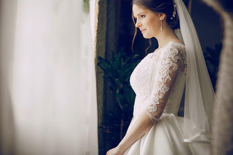 クラシカルな雰囲気のウェディングドレスが素敵!