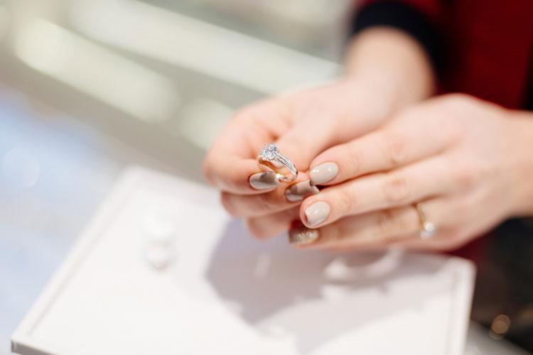 婚約指輪のメンテナンス