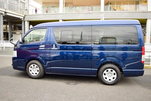 ミニバンタイプのバス