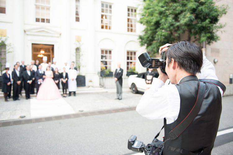 結婚式で依頼するカメラマンの相場!それぞれの注意点を解説