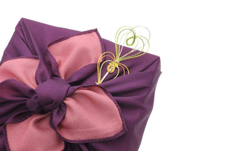 結婚式の心付けは現金ではなくお菓子でもOKな理由とマナー・注意点