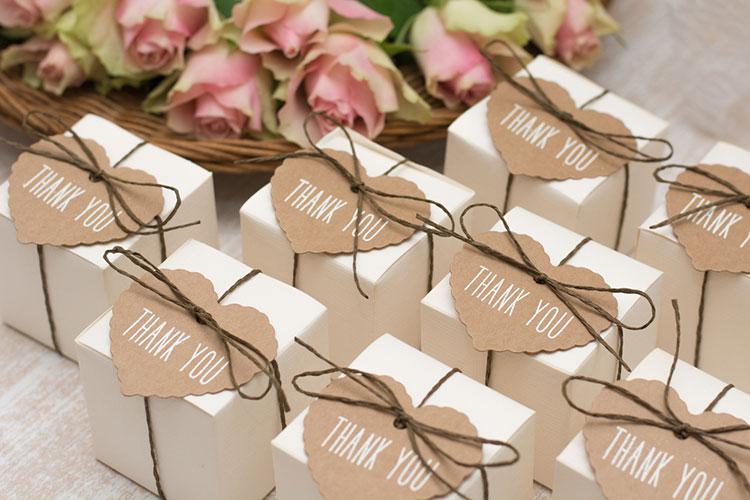結婚式の「引き出物」の数と組み合わせ。ゲストごとの贈り分けマナー