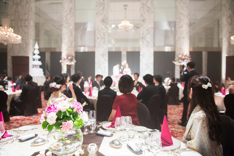 結婚式のゲストが100人規模! 大人数挙式の注意点を元プランナーが解説