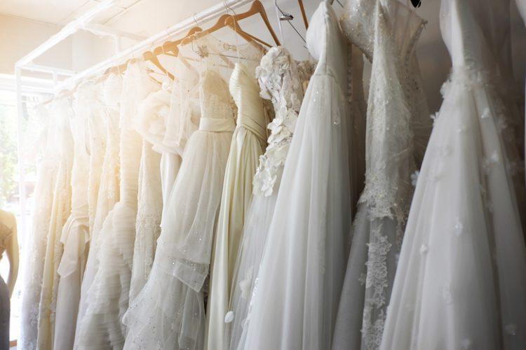 結婚式二次会で場違いにならない!花嫁のドレス選び