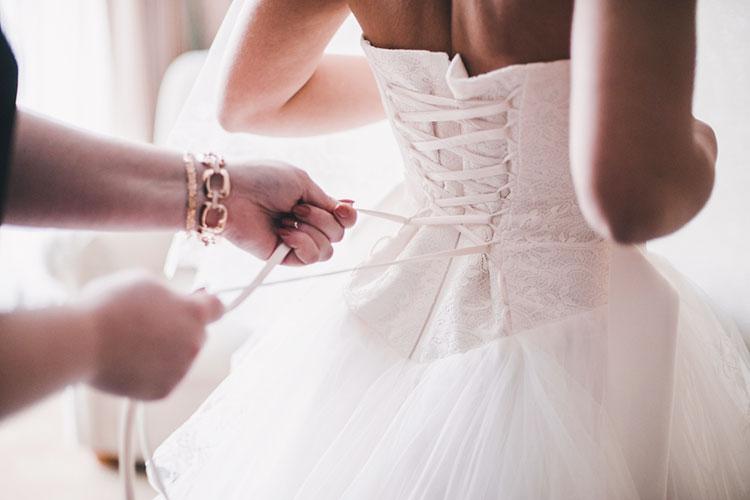 ウェディングドレスの試着、服装や髪型で気を付けるポイントは何?