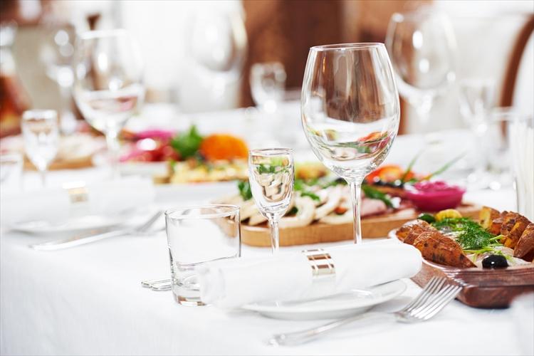 結婚式の料理 相場 テーブル