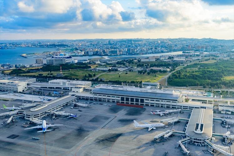 沖縄新婚旅行 空港