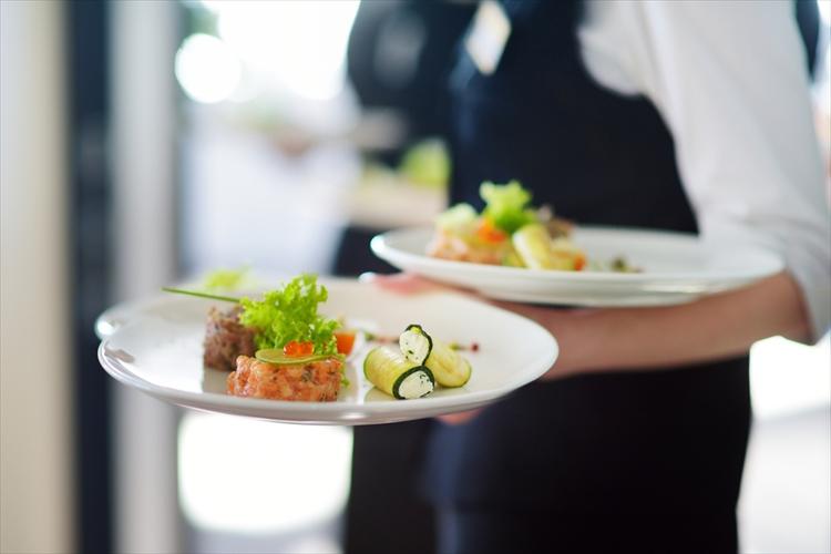 結婚式の料理 相場 品数