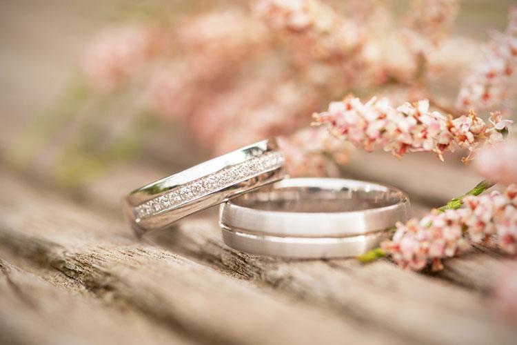 結婚指輪にダイヤってどう?ダイヤありにした花嫁に長所&短所を調査[PR]