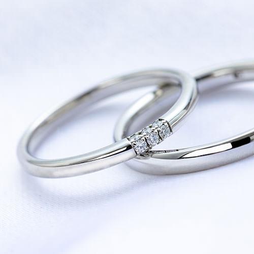 ダイヤモンドの付いた結婚指輪