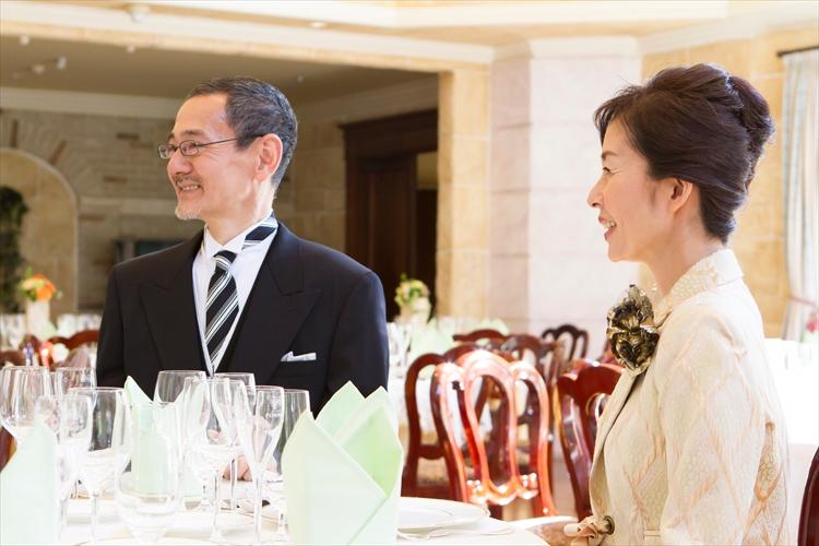 結婚式の両親