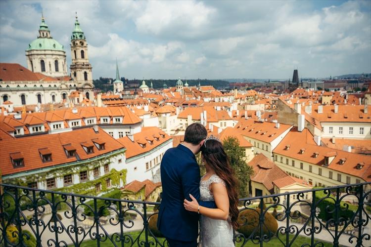 ヨーロッパ旅行中のカップル