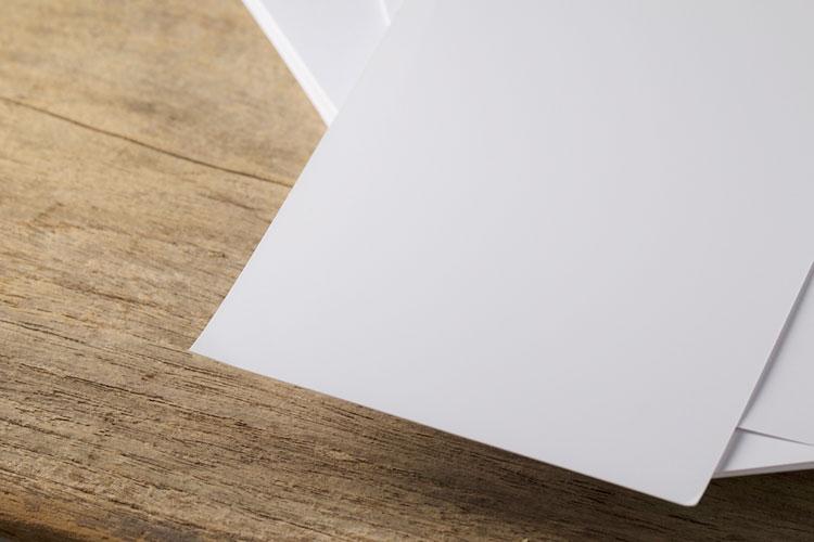 結婚式のペーパーアイテムに適した紙