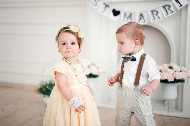 ドレスを着た赤ちゃん