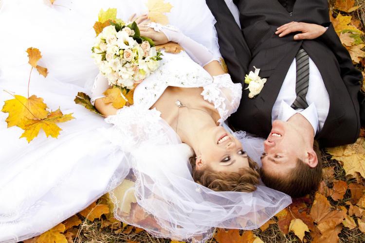 【秋挙式】人気の9月に結婚式をしたい!おすすめの演出やテーマは?