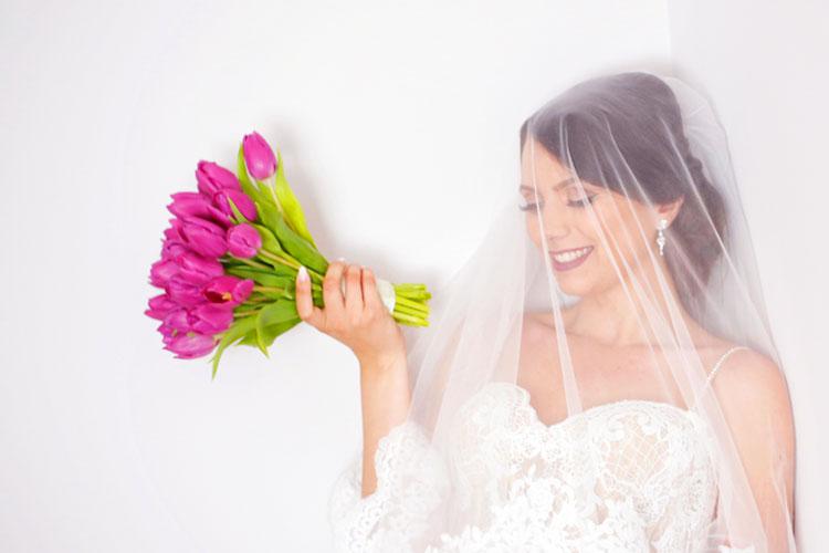 チューリップのウェディングブーケがカワイイ!冬~春挙式の花嫁さんに♩