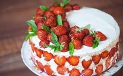 苺の1段ウェディングケーキ