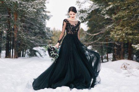 黒のカラードレス特集!貞淑で凛とした表情でおしゃれ度アップ