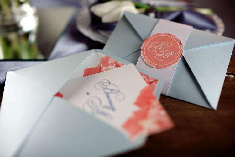 結婚式の招待状『差出人』の書き方マナー。文例も要チェック