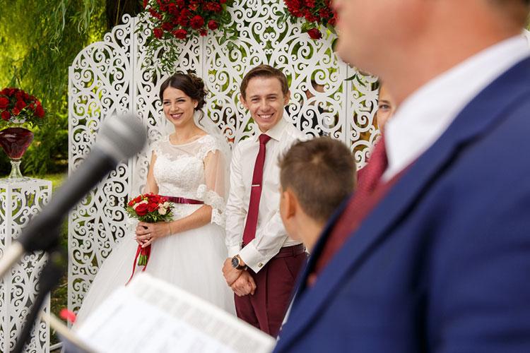 結婚式の謝辞は誰がする?パターン別!すぐ使える例文まとめ