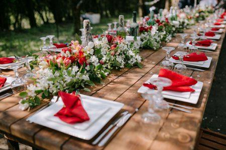 赤がテーマカラーの結婚式