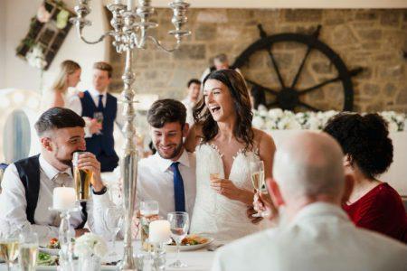 結婚式の二次会は「演出なし」もOK!飲み会風でも飽きさせない工夫