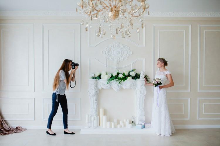 撮影をする花嫁