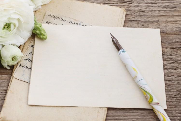 婚約通知状を出したい!文例&書き方マナー解説