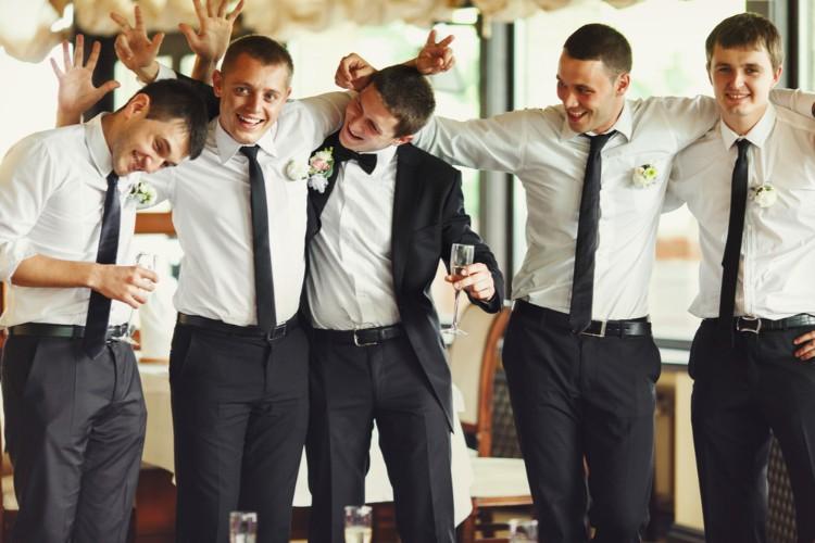 結婚式前夜(前日)を祝う「バチェラーパーティー」遊び方と失敗談