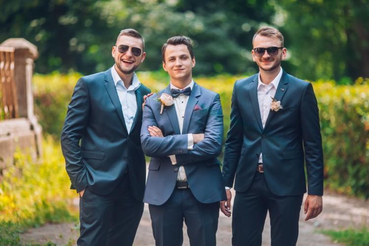 微笑む男性たち