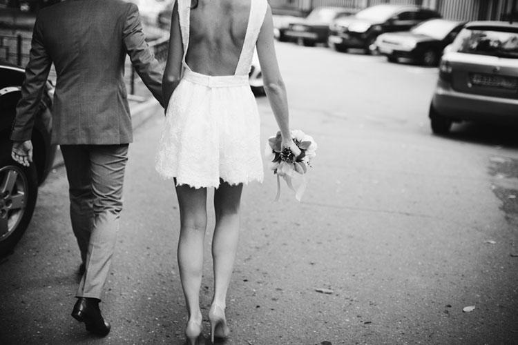 ミニ丈ウエディングドレスの着こなし術!子供っぽくならないドレス集