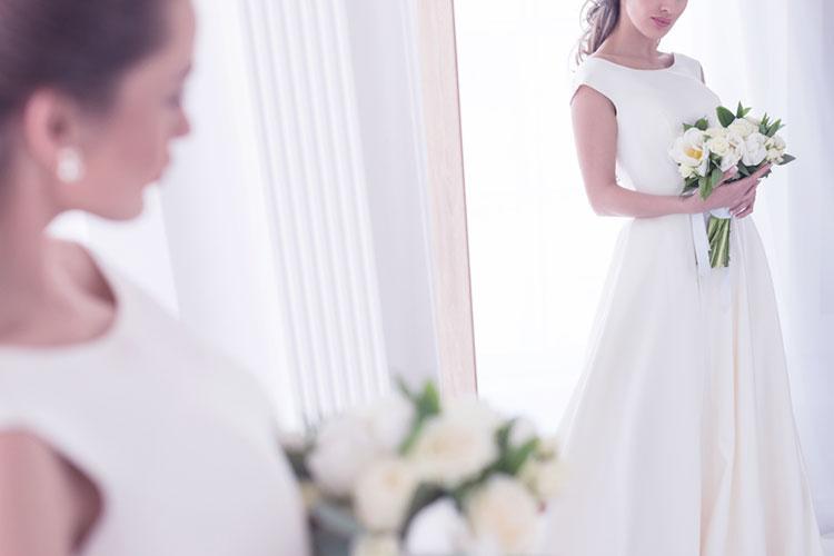 シンプルなウェディングドレスが着たい!装飾なしでもオシャレなドレス