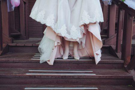 ウェディングドレスのオーバースカート