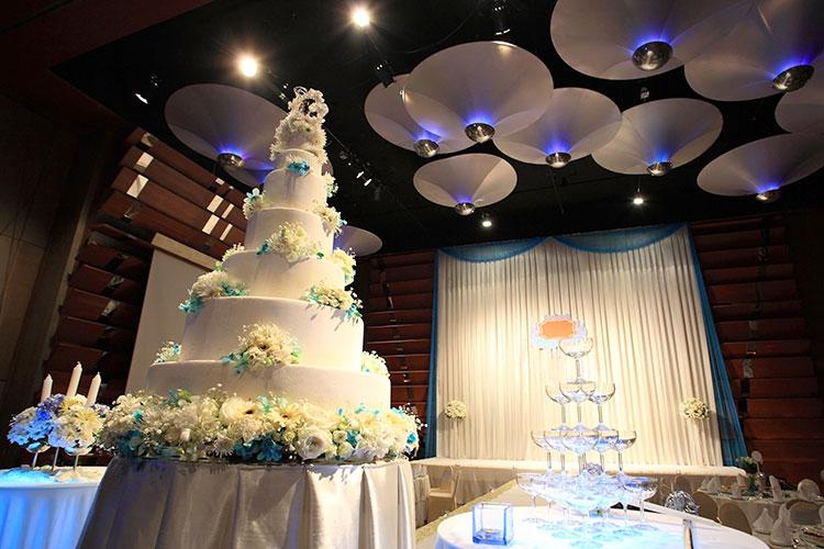 豪華なイミテーションケーキ