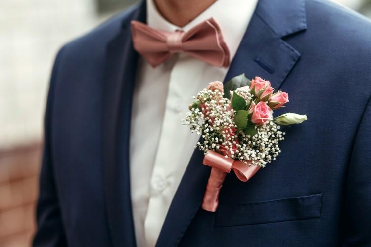 結婚式の新郎衣装が知りたい!種類や選び方、レンタル費用のすべて
