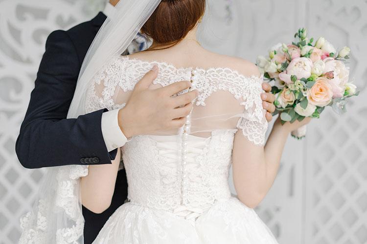 ボレロで楽しむ 2wayウェディングドレスの着こなし術 花嫁ノート