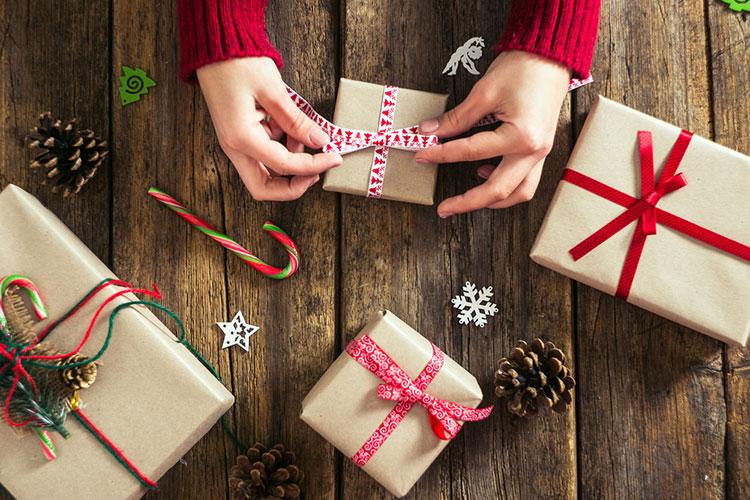 プチギフトは「クリスマスプレゼント風」♪ラッピングアイディア
