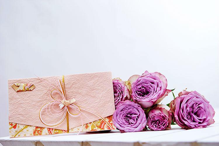 ご祝儀袋と花