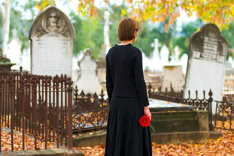 喪中には結婚式を控えるべき?挙げる場合&中止(延期)の場合の注意点